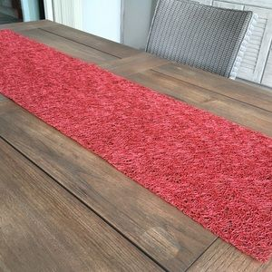 Table runner, chili pepper red, CHILIEWICH CO.